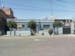 Vendo Amplia Casa con Departamentos en Mariano Melgar
