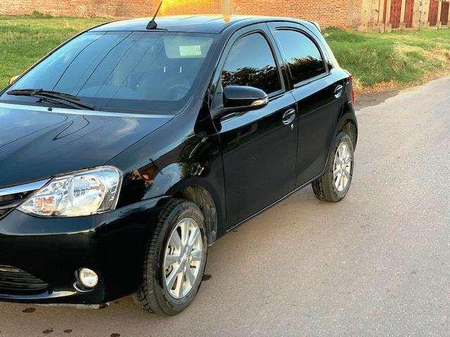 Toyota Etios Hatchback 2016 - 14000 km