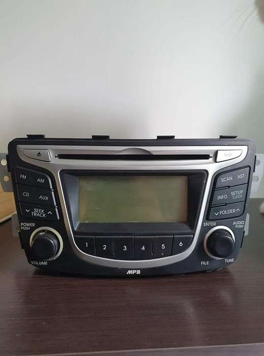 RADIO PARA CARRO CD MP3 AUX ORIGINAL HYUNDAI I25