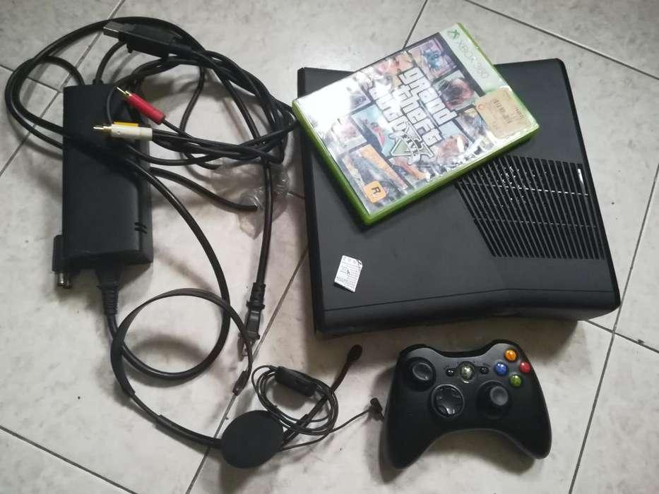 Xbox 360 Slim con 30 Juegos Incorporados