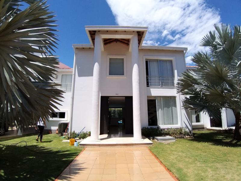 Casa En Venta En Cúcuta Bocono Cod. VBVVP-436