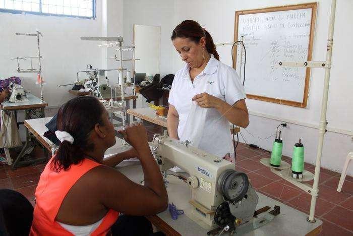 SE DICTA CURSO DE MAQUINA PLANA INDUSTRIAL EN CUBA