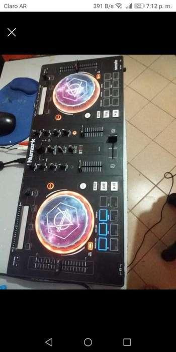Consola Numark Mixtrack Pro3