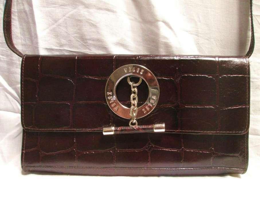 Bolso Estilo Sobre De Cuero Marca Velez se puede usar como bolso o cartera