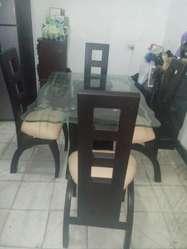 Juego sala en L mesa centro y comedor 4 puestos madera vidrio tallado