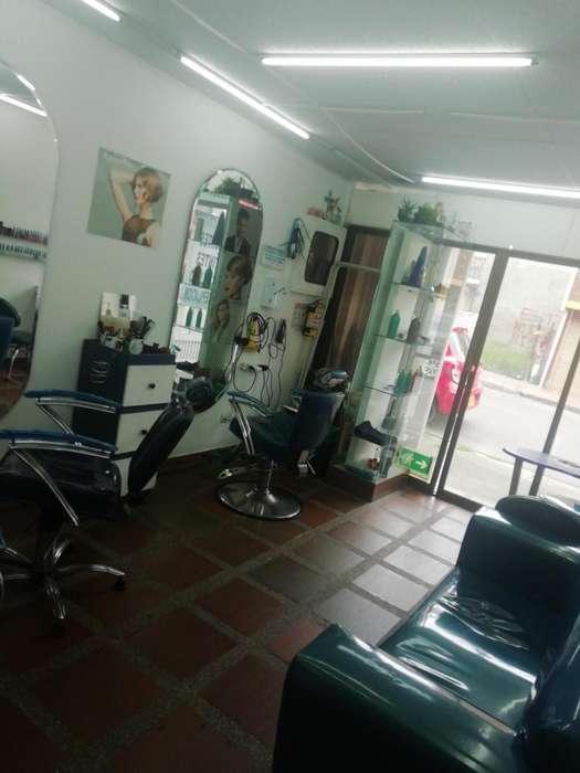 Vendo peluqueria motivo viaje