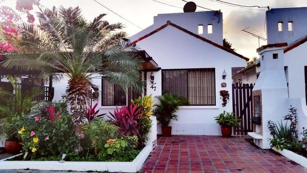 Villa Vacacional con Piscina en Salinas