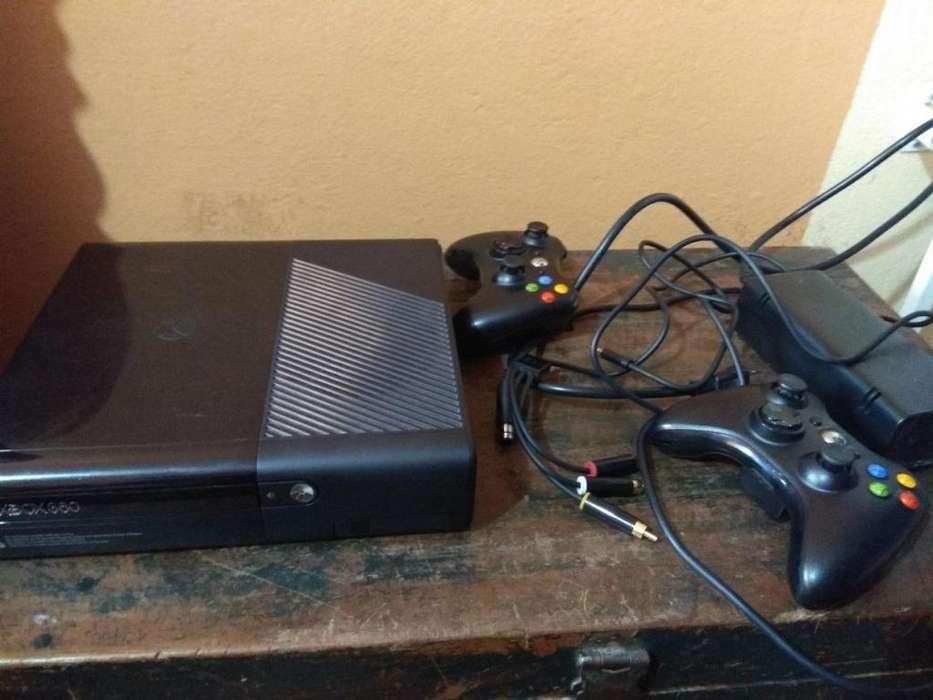xbox 360 slim E,lt 3.0, dos controles