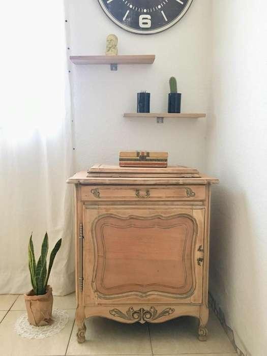 Mquina de coser con mueble madera lavada
