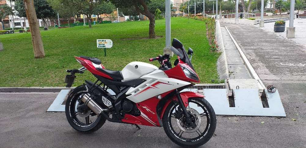 Vendo Yamaha R15 8300 Soles