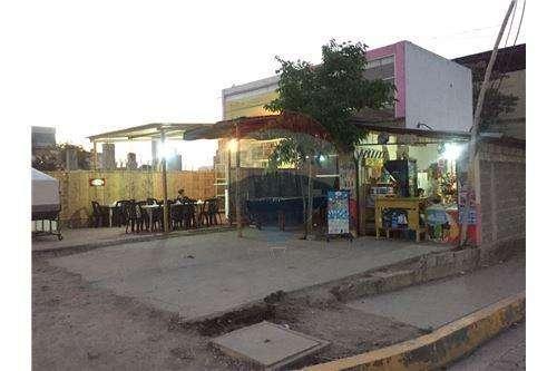 Terreno con Locales Comerciales en VentaTonsupa