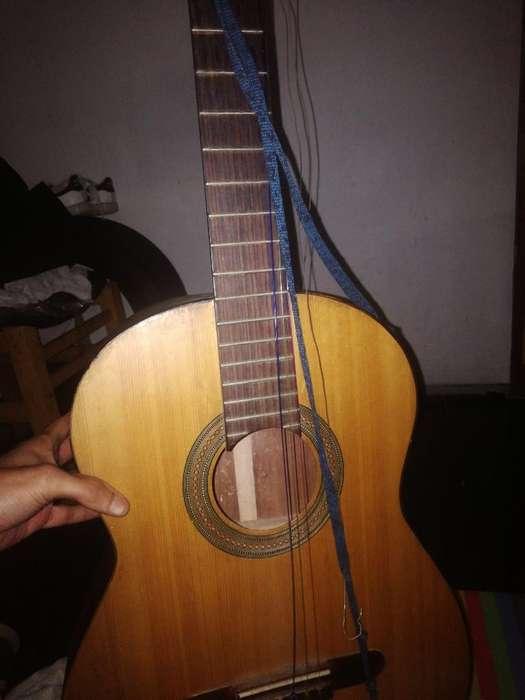 Se Vende Guitarra Rota