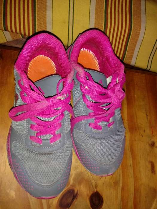 Vendo Zapatillas de Nana en Buen Estado