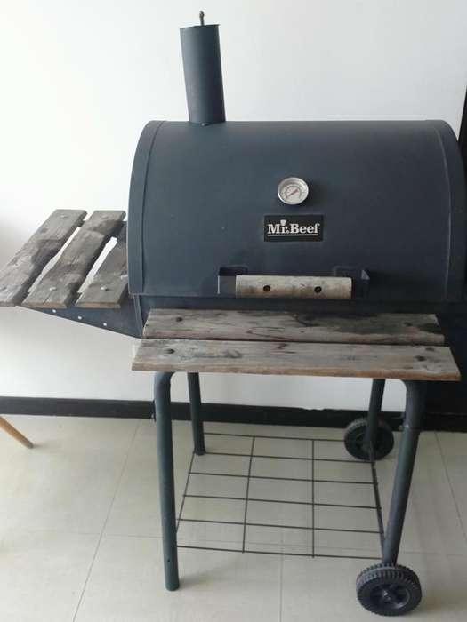 Asador a carbon con ahumador Mr Beef usado (comprado en homecenter)