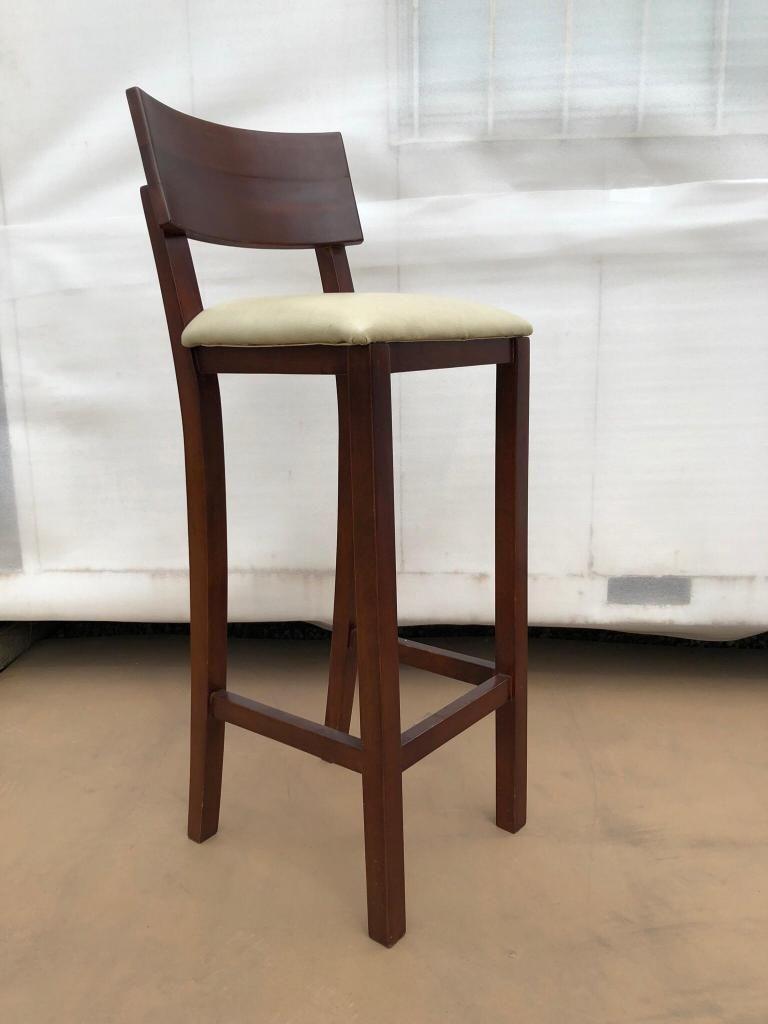 Sillas altas butacas bar madera. Muebles usado en buen estado.