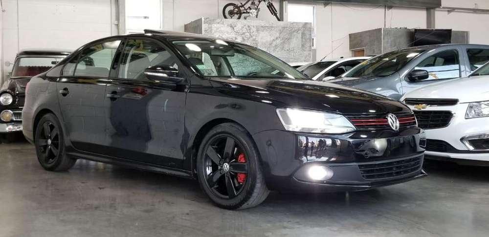 volkwagen vento 2.5 luxury 2013 con 81.473 km