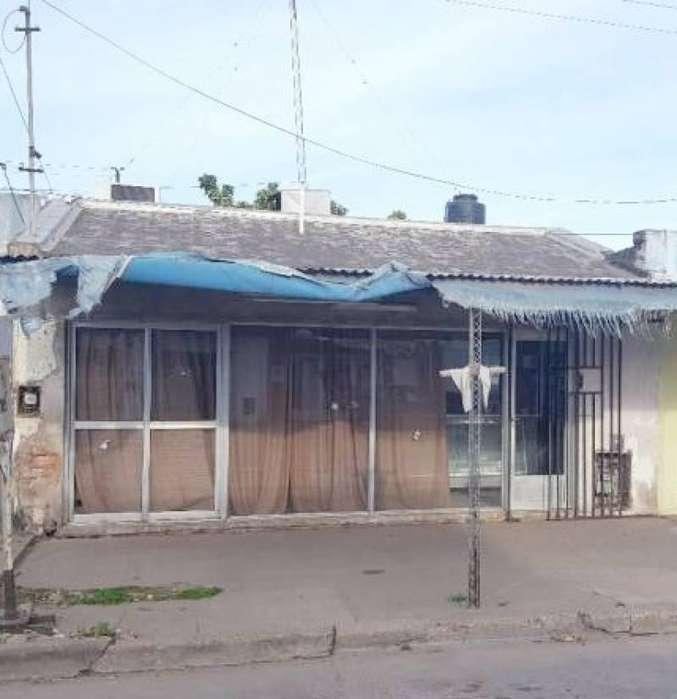 Venta casa en Villa Constitución 2 dormitorios, garage y patio.