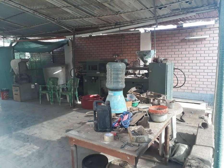 PROPIEDAD INDUSTRIAL MAS MAQUINA INYECTORA OPERATIVA 410MT2 TRIFASICO
