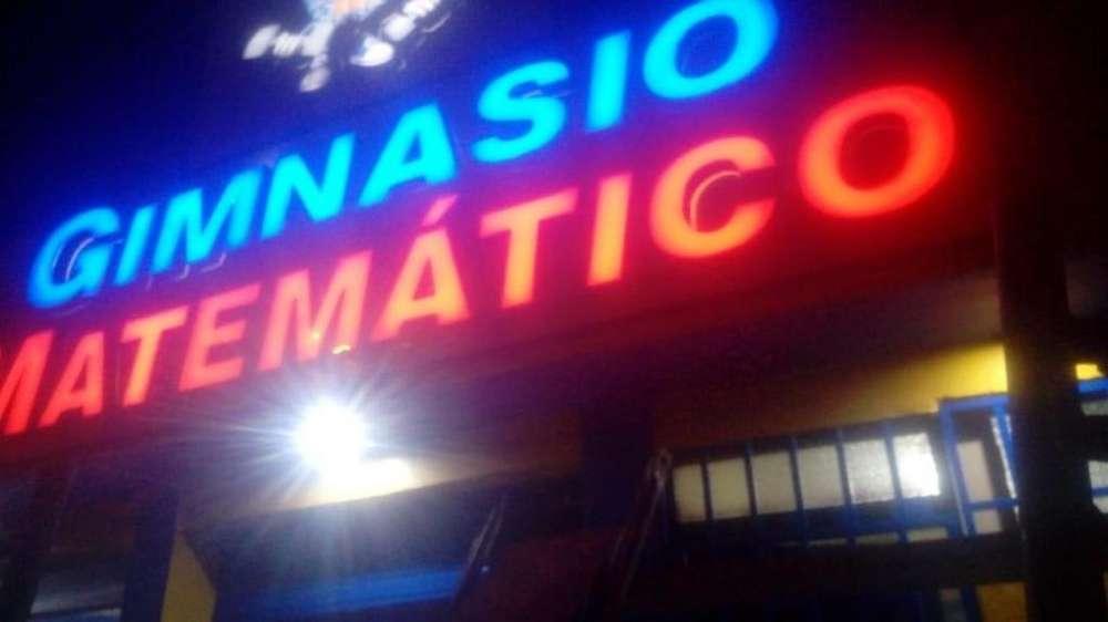 GIMNASIO MATE. Iluminación Vinil Traslúcido letrero