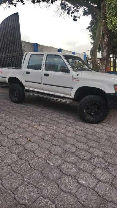 Toyota Hilux 1995 - 400000 km