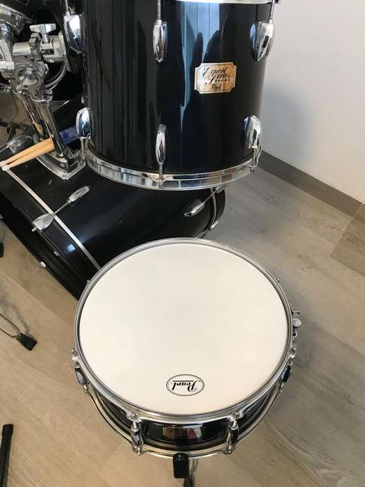 VENDO BATERIA PEARL MODELO ( EXPORT SERIES DRUMS)