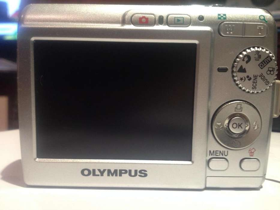 Camara <strong>olympus</strong> FE180, Digital zoom óptico 3x distancia focal 38 a 114 mm apertura máxima de F3.1 a 5.9. PESO 4.2 oz