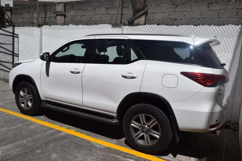 Toyota Fortuner 2019 - 25000 km