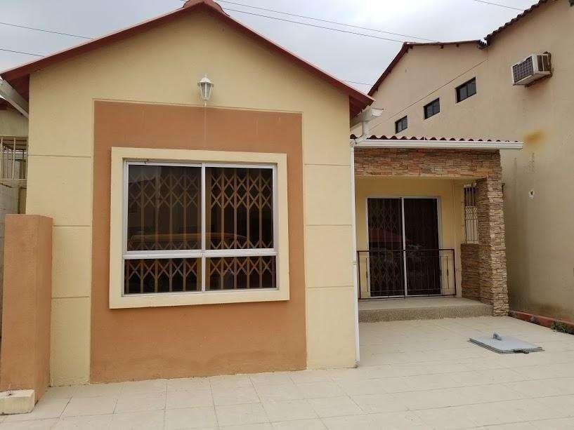 Villa Club casa en venta 4 Dormitorios de Un Piso, Via Samborondon, Norte de Guayaquil