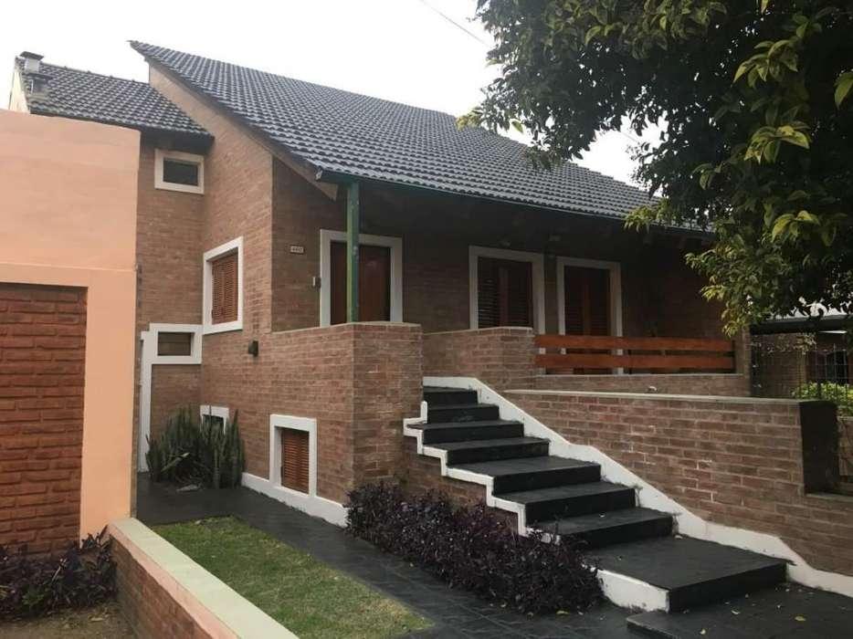 Casa de tres dormitorios en venta en barrio Centenario