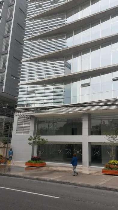 Titanium Plaza, Edificio Corporativo, rento Oficina 351 m2, 7 parqueaderos.