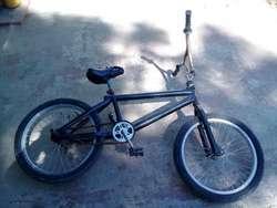 Mesa de tv c rueditas ,Bicicleta, Lustradora