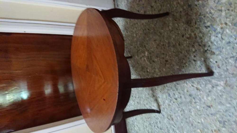 Antigua mesa redonda de arrime o ratona de estilo francés