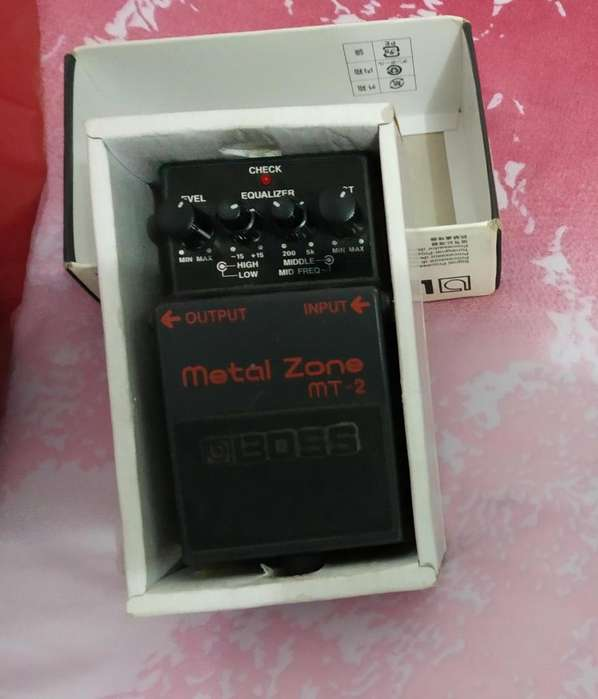 Pedal de guitarra BOSS Metalzone mt2