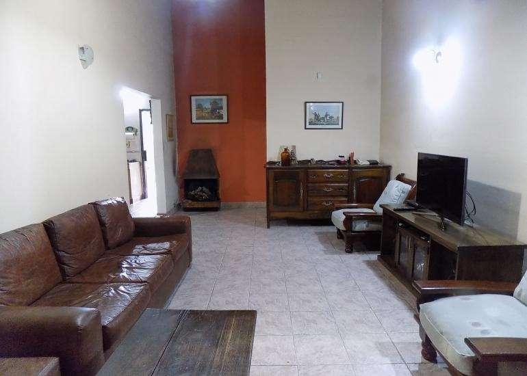 Ituzaingó Norte - Casa 4 ambientes con fondo libre