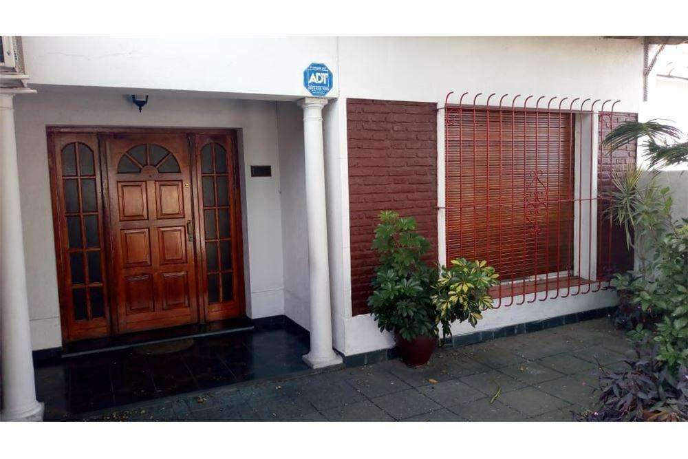 Casa en venta de 2 dormitorios - La Plata