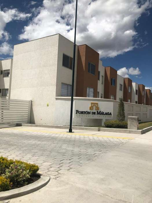 Rento Departamento en Portón de Málaga / Quito