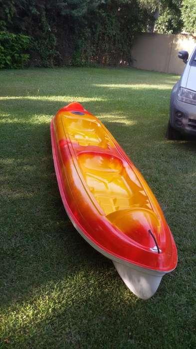 kayak doble con remos y salva vidas