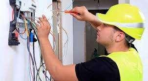 se necesitan 15 electricistas para edificio completo y mantenimiento