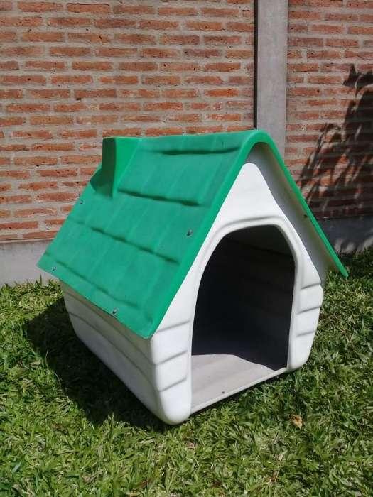 Casa para perro en buen estado.