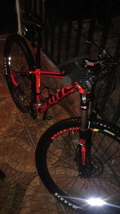 Bicicleta Scott Scale 770 Grupo 10 Deore
