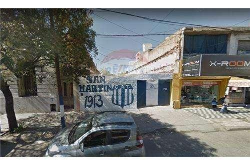 Se Vende Gran Lote Sobre Av. Castro Barros