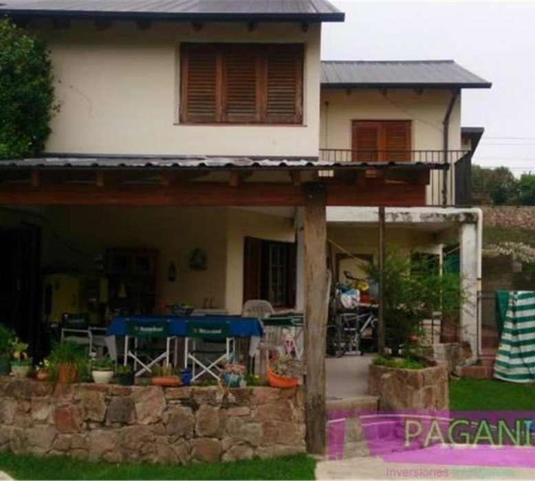 En venta en Carlos Paz 2 casas con pileta, quincho, cerca ba