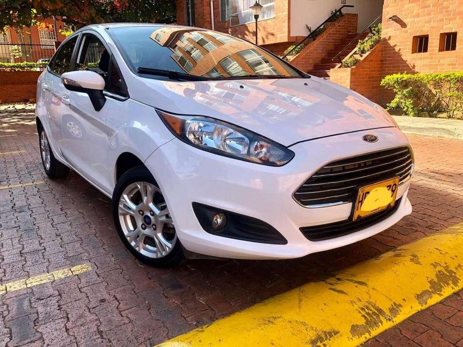Ford Fiesta  2014 - 80000 km