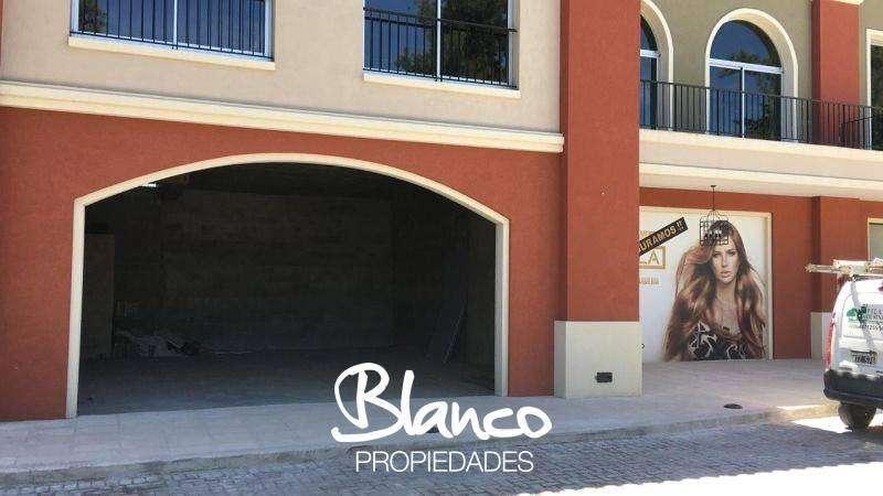 GRAN OPORTUNIDAD ! LOCAL FRENTE A LA CALLE - PUEBLO CAAMAÑO