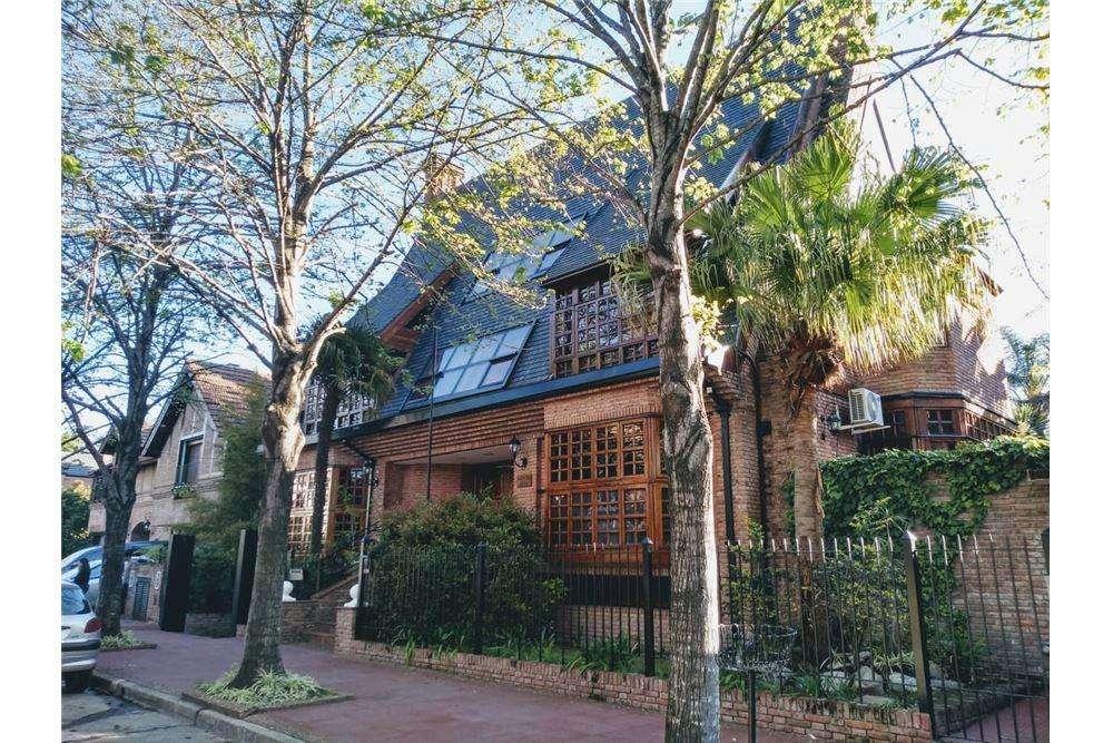 Venta Casa Martinez Libertador al Rio, gran Jardin
