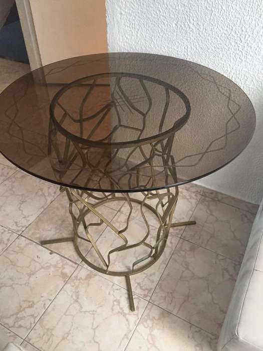 Bellsima mesa en hierro y cristal