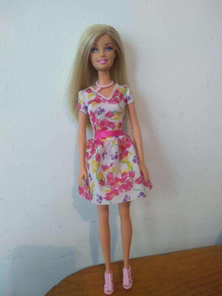Barbie Mattel 2010