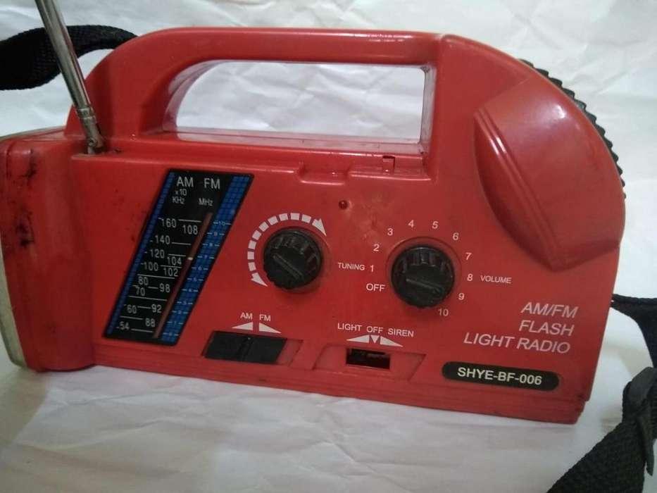 radio linterna a pila antiguedad de 1980
