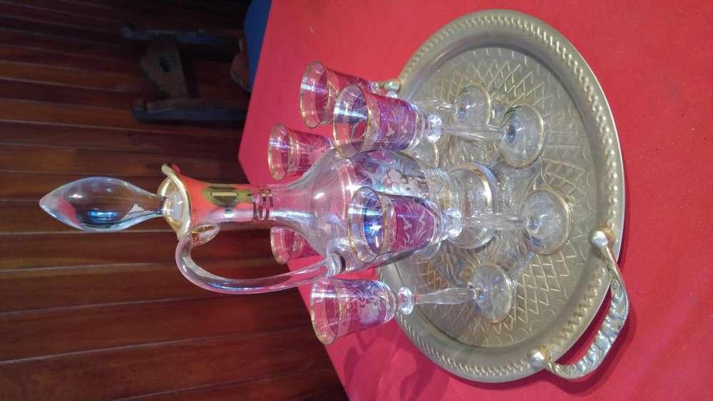 Hermosa licorera de cristal de checoslovaquia de 8 piezas