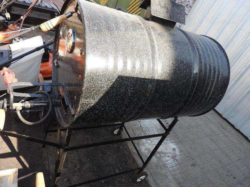 Horno con tacho de 200 litros mas accesorios.